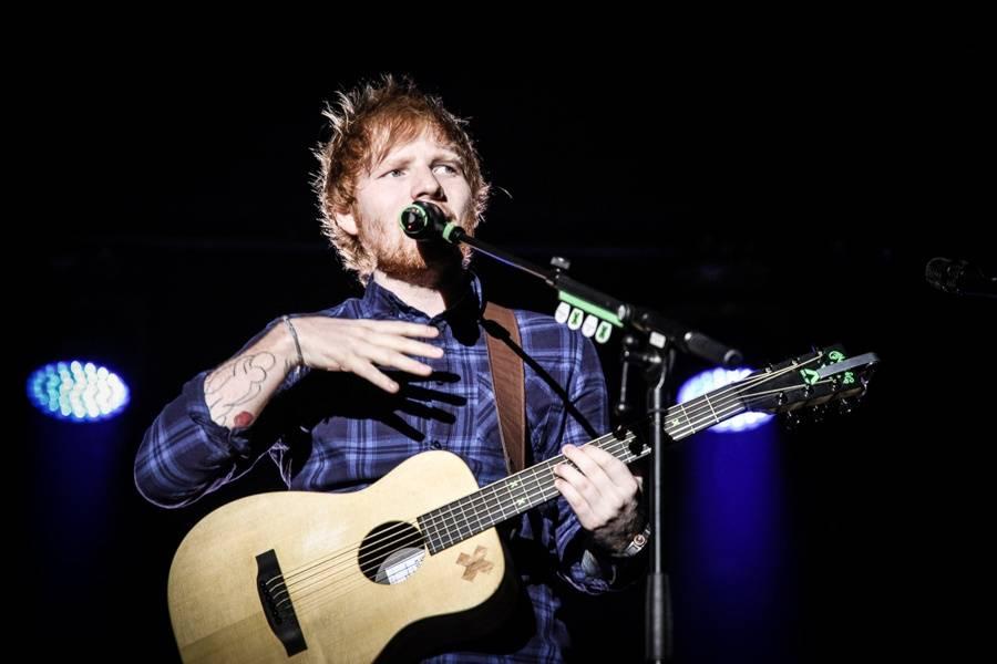 Ed Sheeran představí v pátek novou hudbu. Bude zřejmě modrá