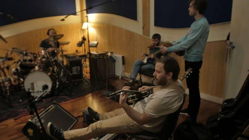 Zrní nahrávají v těchto dnech v Madridu novou desku, která vyjde v březnu. Pojedou s ní i na turné