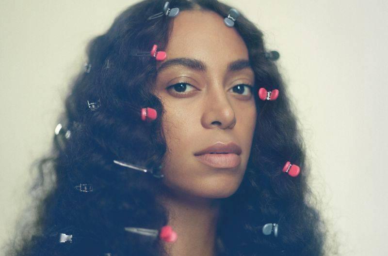 Brit Awards mohou získat Rihanna, Skepta, Little Mix i David Bowie, Beyoncé vyzve její sestra Solange