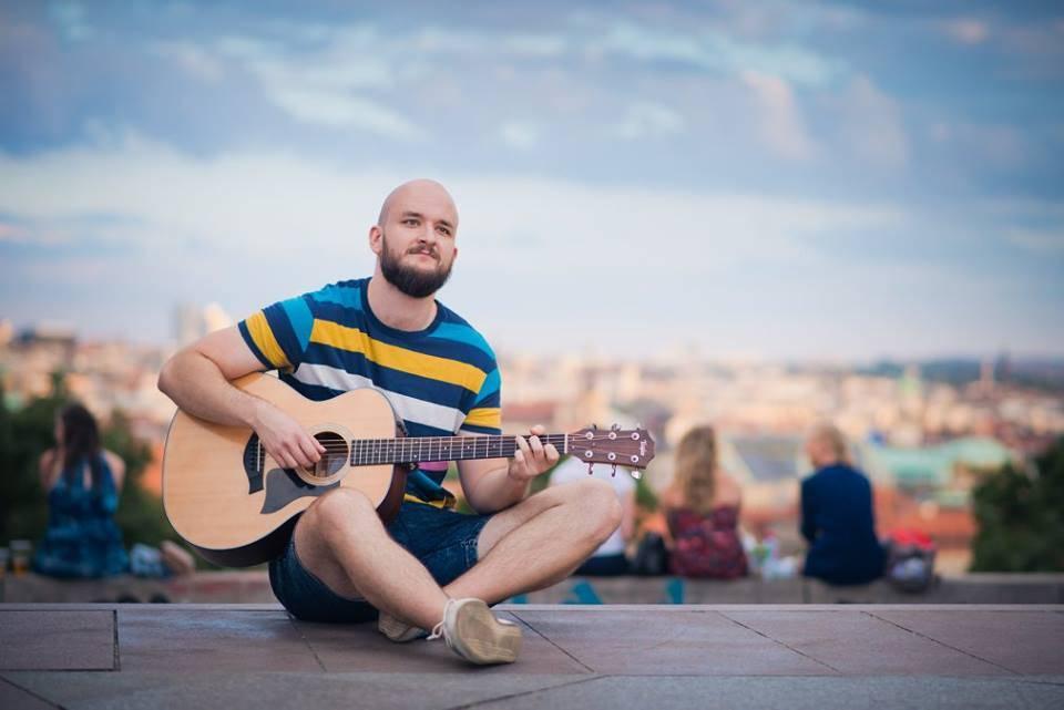 Písničkář Pokáč vydá své první album. Potřebuje ale pomoc fanoušků