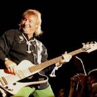 Zemřel Peter Overend Watts, baskytarista skupiny Mott The Hoople, kterou proslavil David Bowie
