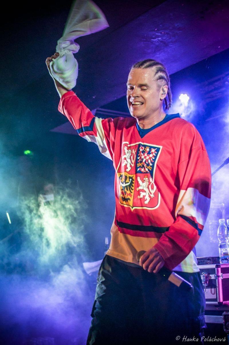 Dog Eat Dog prolomí desetileté čekání novým EP, v Česku zahrají hned čtyřikrát
