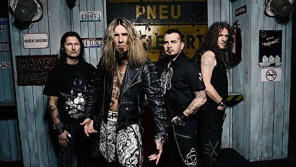 Alkehol odstartoval společné turné s kapelou Doga. Pokračovat se bude v Liberci, Budějovicích, Ostravě i Olomouci