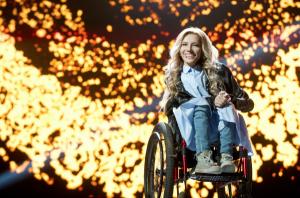 Handicapovaná ruská zpěvačka Julia Samoylova nesmí na Eurovizi. Ukrajinci ji do své země nepustí