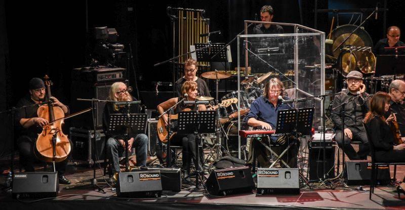 The Plastic People Of The Universe nahráli živák s Filharmonií Brno, pokřtí ho na apríla