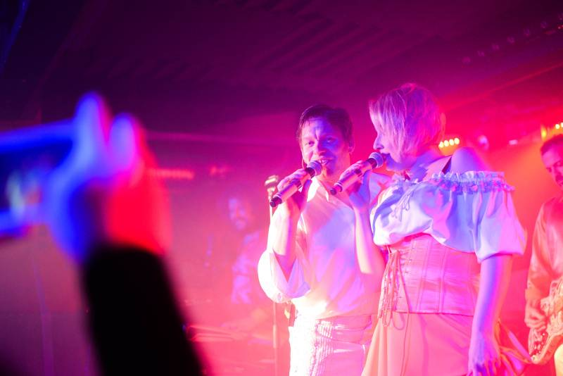 Monkey Business uvedou na koncertě ve Žlutých lázních album remixů. Přispěli Mydy Rabycad, Light And Love nebo Jiří Burian