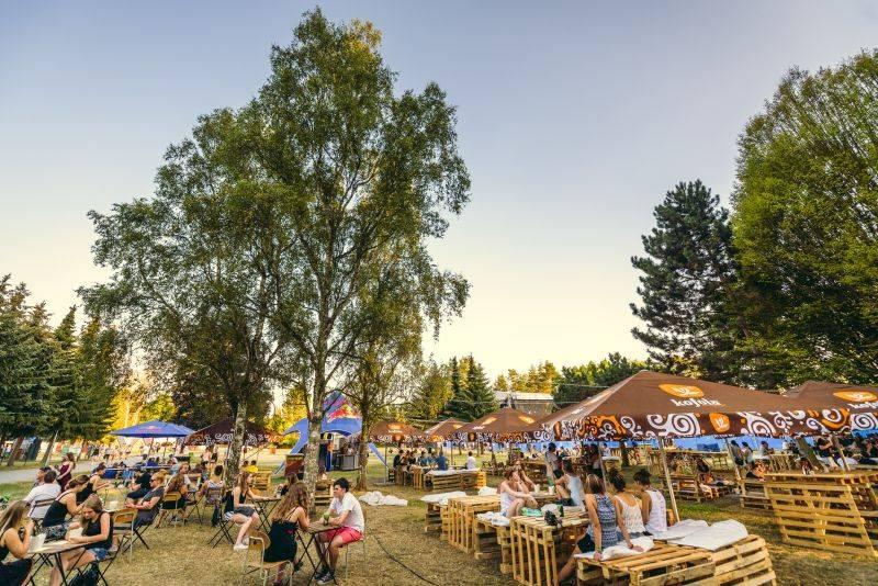 Fingers Up zve do Mohelnice na Priessnitz, Zrní, Lake Malawi i bazén