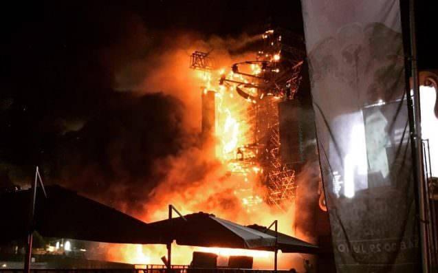 Festival Tomorrowland ve Španělsku zasáhl požár, 22 tisíc lidí bylo evakuováno