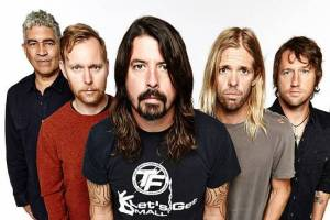 Foo Fighters promluvili o sebevraždách Chestera Benningtona a Chrise Cornella