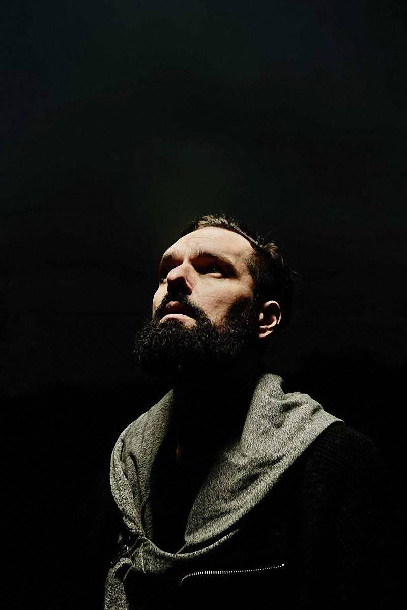 Boris Carloff na novém albu The Solipsist pracuje s hlasem jako s nástrojem, odkazuje i k anglické poezii