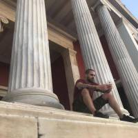 VIDEO: Ektor natáčel klip Ikaros v Řecku. V prosinci přijde s novým albem Alfa