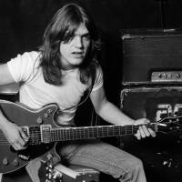 Zemřel Malcolm Young, kytarista a zakládající člen AC/DC