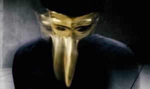 Nadpozemská bytost, zahalená do tajemna zlaté masky. Claptone míří do Roxy