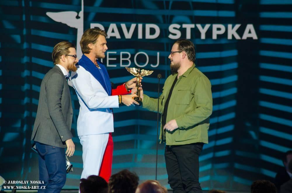 Ceny Anděl ovládli J.A.R., Vladimír Merta vstoupil do Síně slávy a kritizoval politiky