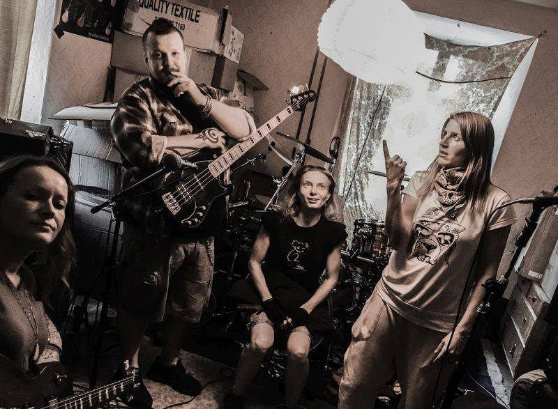 Gaia Mesiah kvůli nemoci kytaristky přesouvá novou desku i turné na jaro. Zahraje i na Žebříku