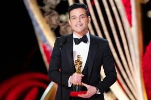 Bohemian Rhapsody má čtyři Oscary, Rami Malek vyhrál za roli Mercuryho. Nejlepší píseň nahrála Lady Gaga