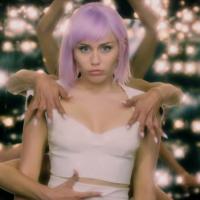 Miley Cyrus přezpívala do seriálu Black Mirror písničku od Nine Inch Nails a udělala z ní popový song