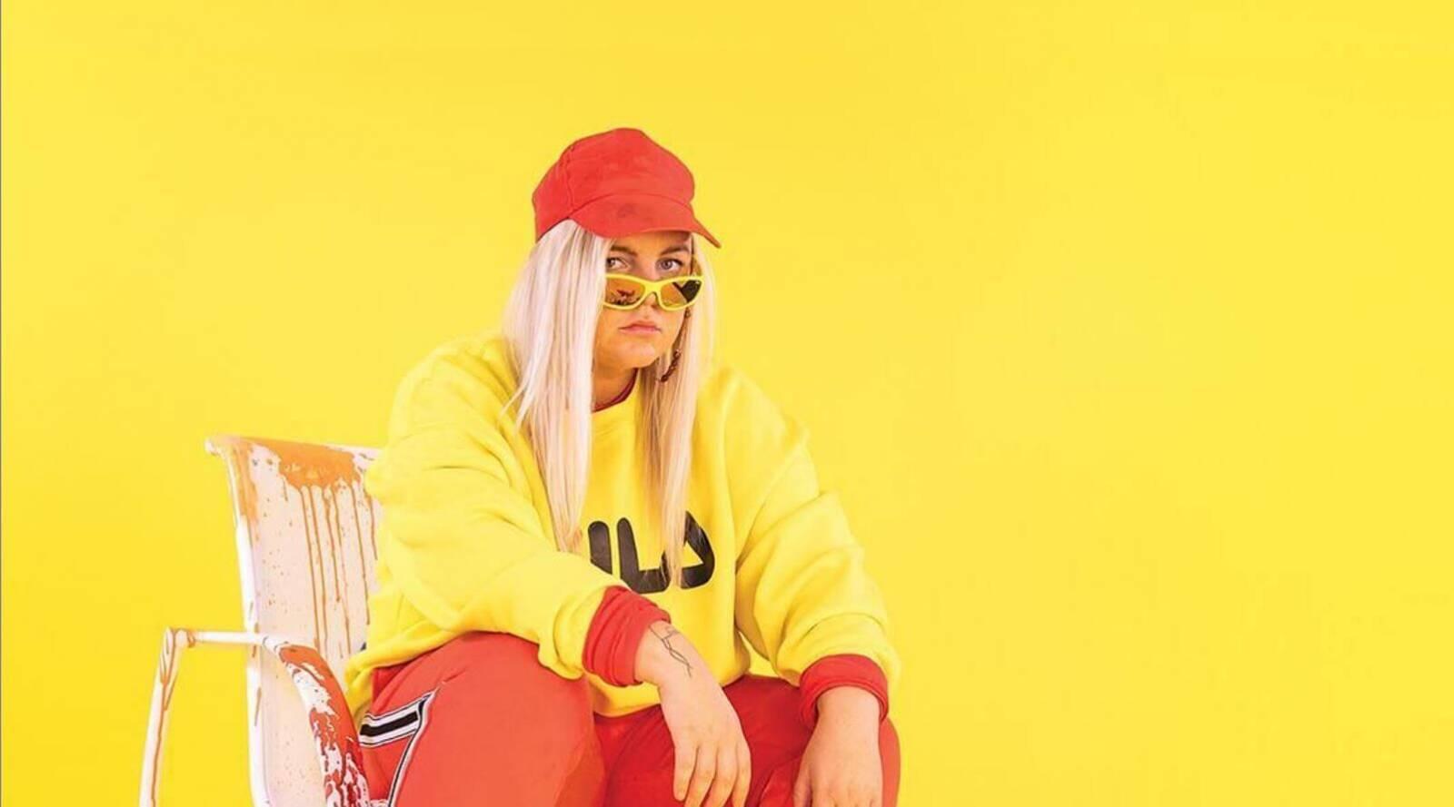 Tones And I, vycházející australská hvězda hitparád, přijede s debutovým EP do Roxy