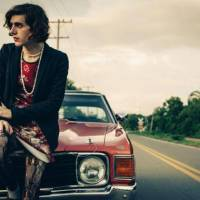 Provokatér Ezra Furman přiváží punkem řízlý indie-pop. Vystoupí v Roxy