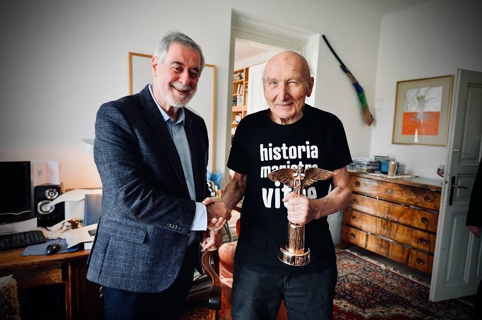 Ceny Anděl 2019 patří Vladimíru Mišíkovi, Jiří Černý byl uveden do Síně slávy. Pořadatelé se s krizí vypořádali elegantně a s vtipem