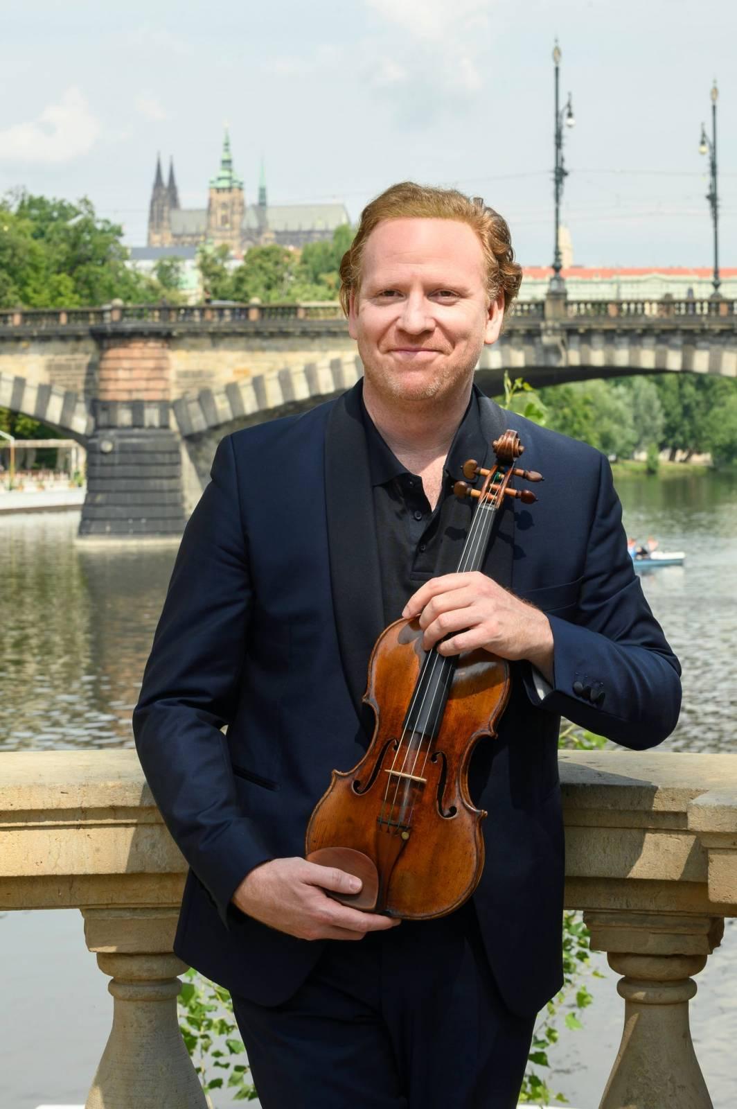 Struny podzimu pokračují koncertem Daniela Hopa. Na hladině Vltavy zahraje pro tisíc diváků