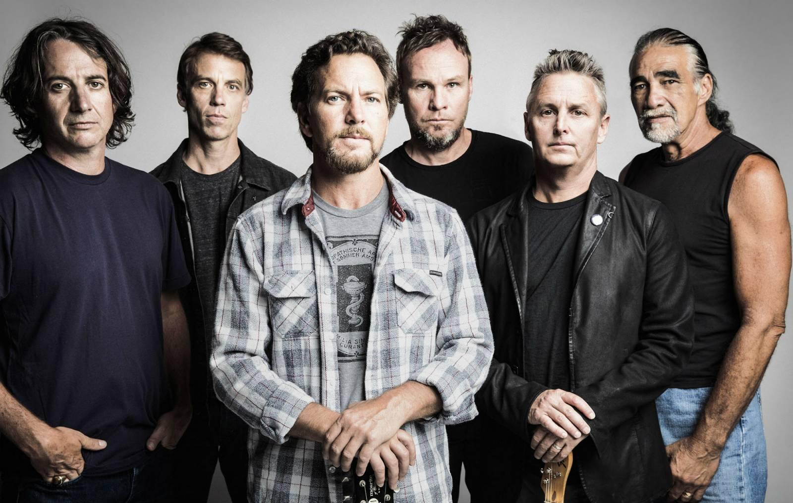 Pearl Jam vystřelili ze tmy. Vydali nový singl a chystají oslavu třicetin