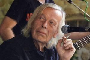 """Zemřel písničkář Svatopluk Karásek. """"Už domachroval,"""" chtěl mít ve svém epitafu"""