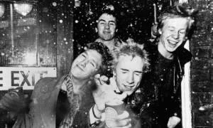 Režisér Trainspottingu chystá seriál o zběsilé kariéře Sex Pistols