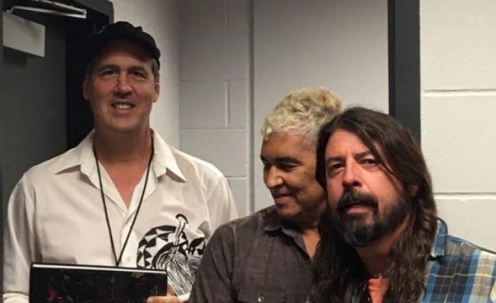 Nirvana ve vegetativním stavu. Dave Grohl, Krist Novoselic a Pat Smear čas od času hrají Cobainovy písně