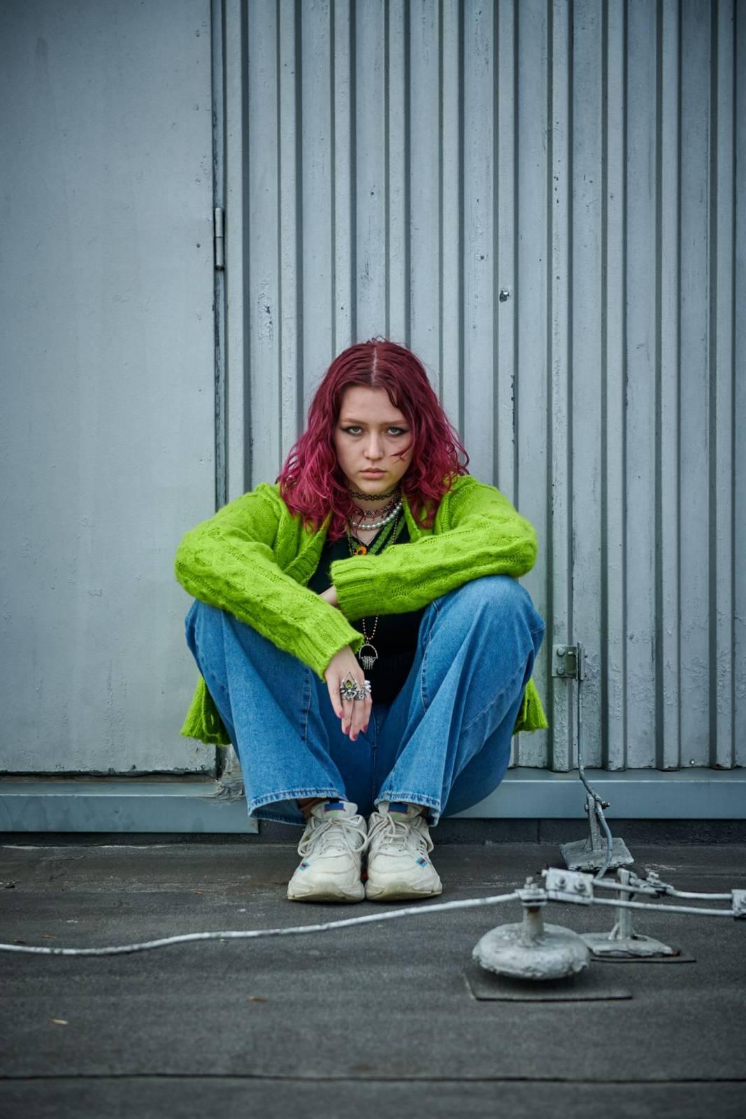 Karin Ann vydává debutové EP lonely together, spolupracovala na něm s Tomi Popovičem a producentem Yungbluda a Halsey