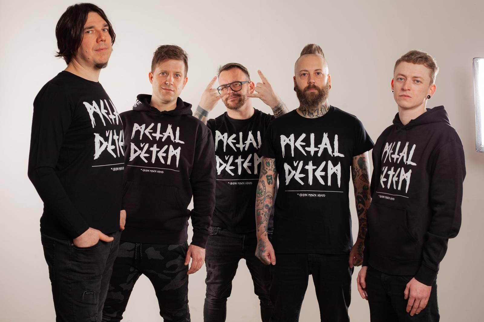 Metaloví Cocotte Minute se chystají přepsat dějiny českého folku, berou do ruky španělky a vyrážejí na akustické turné