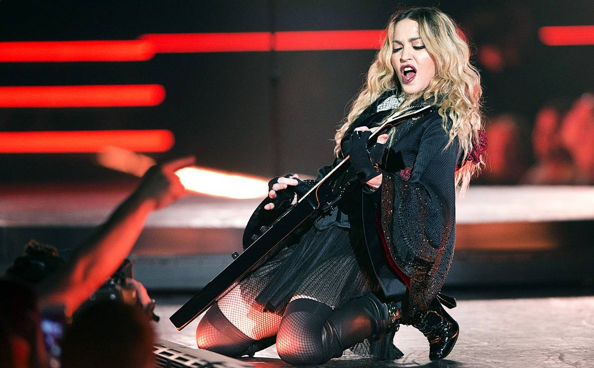 LIVE: Madonna si v Praze dobrou show kazila profesorským chladem