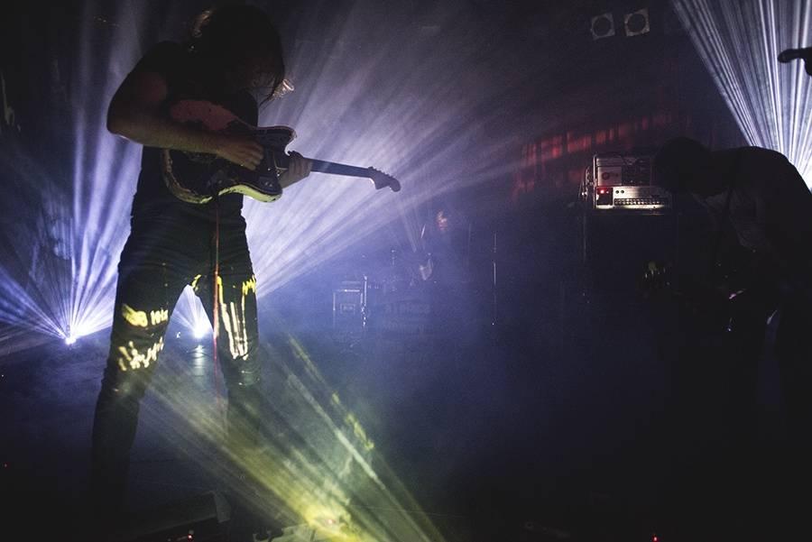 LIVE: Hluční A Place To Bury Strangers v Praze týrali kytary a nepromluvili jediné slovo