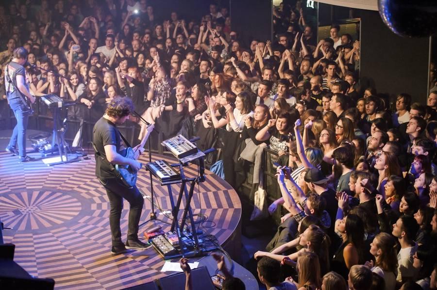 LIVE: The Wombats rozešťastnili vroucí Lucerna Music Bar