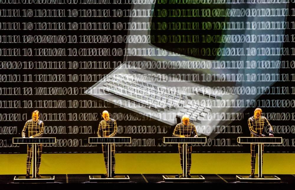 LIVE: Hard disky se nezasekly, Kraftwerk předvedli dokonalou 3D show