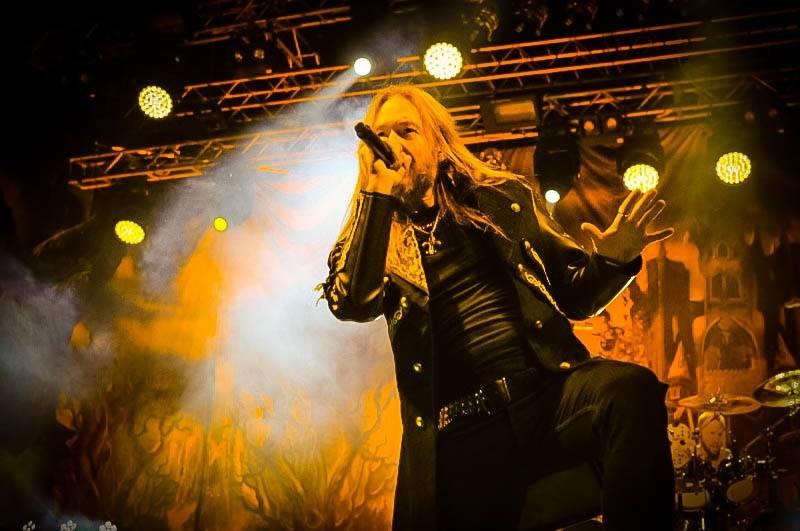 LIVE: Hymnické refrény HammerFall stále fungují, i když není plno