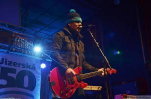 LIVE: My máme rukavice! Michal Hrůza s kapelou zahájili Jizerskou padesátku koncertem v Liberci