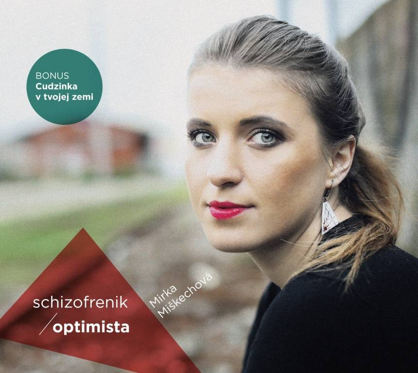 RECENZE: Mirka Miškechová zpívá o patáliích své generace s vtipem a optimismem