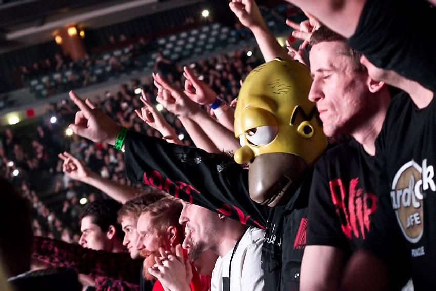 LIVE: Metalové božstvo ze Slipknot rozpoutalo v Praze šílenství