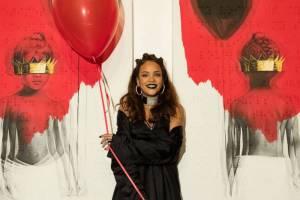 RECENZE: ANTipopová Rihanna - sex, tráva a s*ačky
