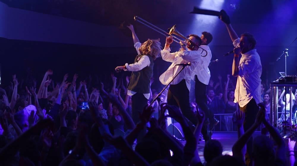 LIVE: Movits! v Praze názorně ukázali, jaké to je, když se spojí švédský rap se swingem