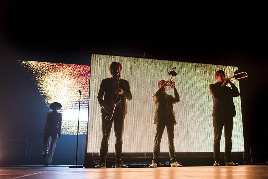 LIVE: Parov Stelar - electroswingová tančírna, nebo diskotéka?
