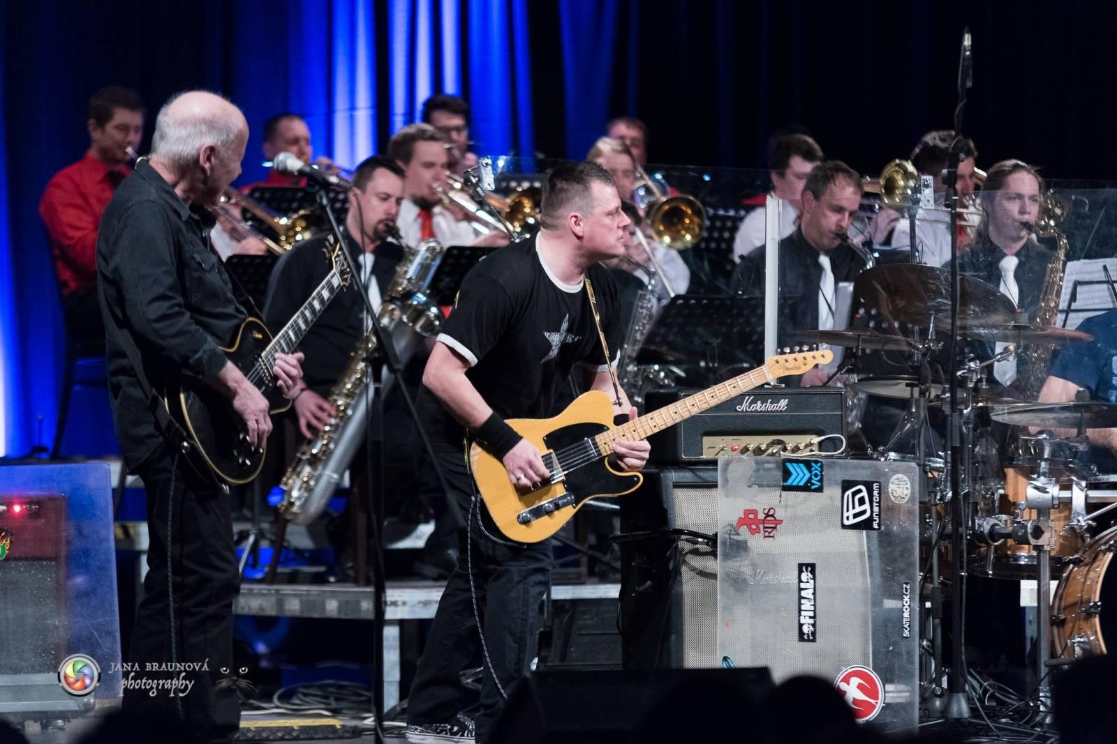LIVE: Blue Effect s Kyx Orchestra představili Novou syntézu Plzni. Byla u toho i Iva Marešová