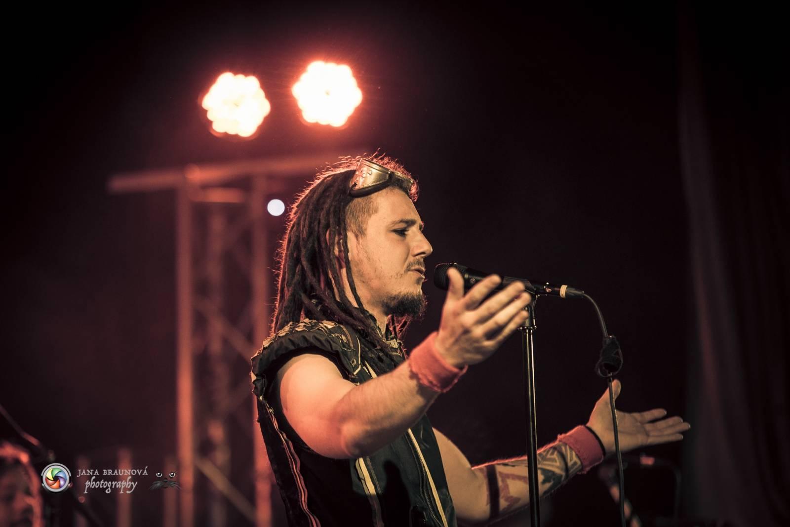 LIVE: Arakain a Dymytry v Plzni hráli nové desky a Šeříkovka se chvěla v základech. Aby ne! Bylo vyprodáno