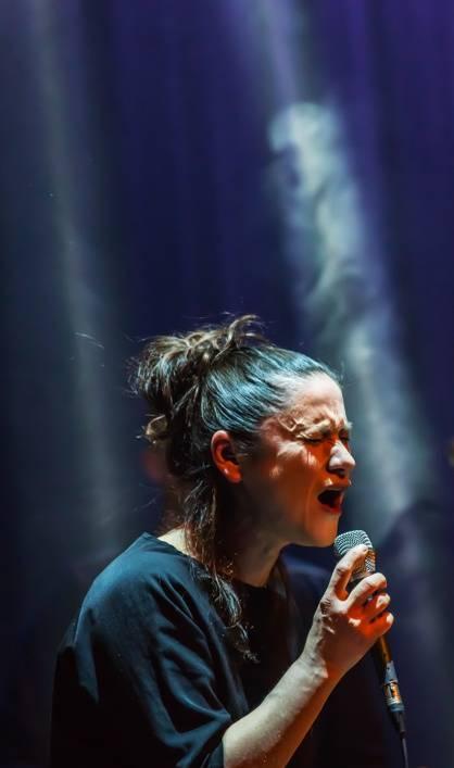 LIVE: Lenka Dusilová oslavila život (Ba)romanticky s Longital