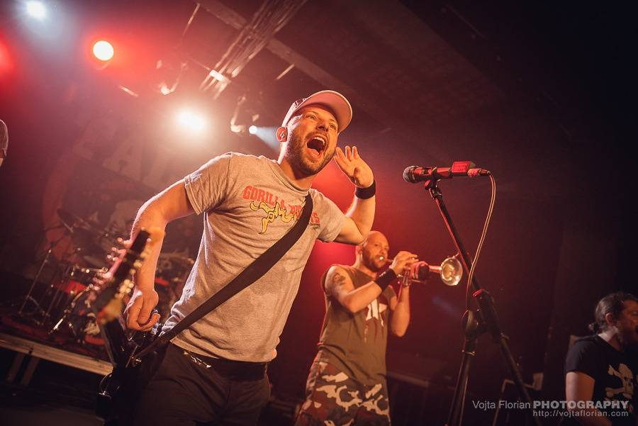 LIVE: Jarní Mighty Sounds: tvrdá muzika ovládla MeetFactory, hráli Acidez, Just War i Vladimir 518