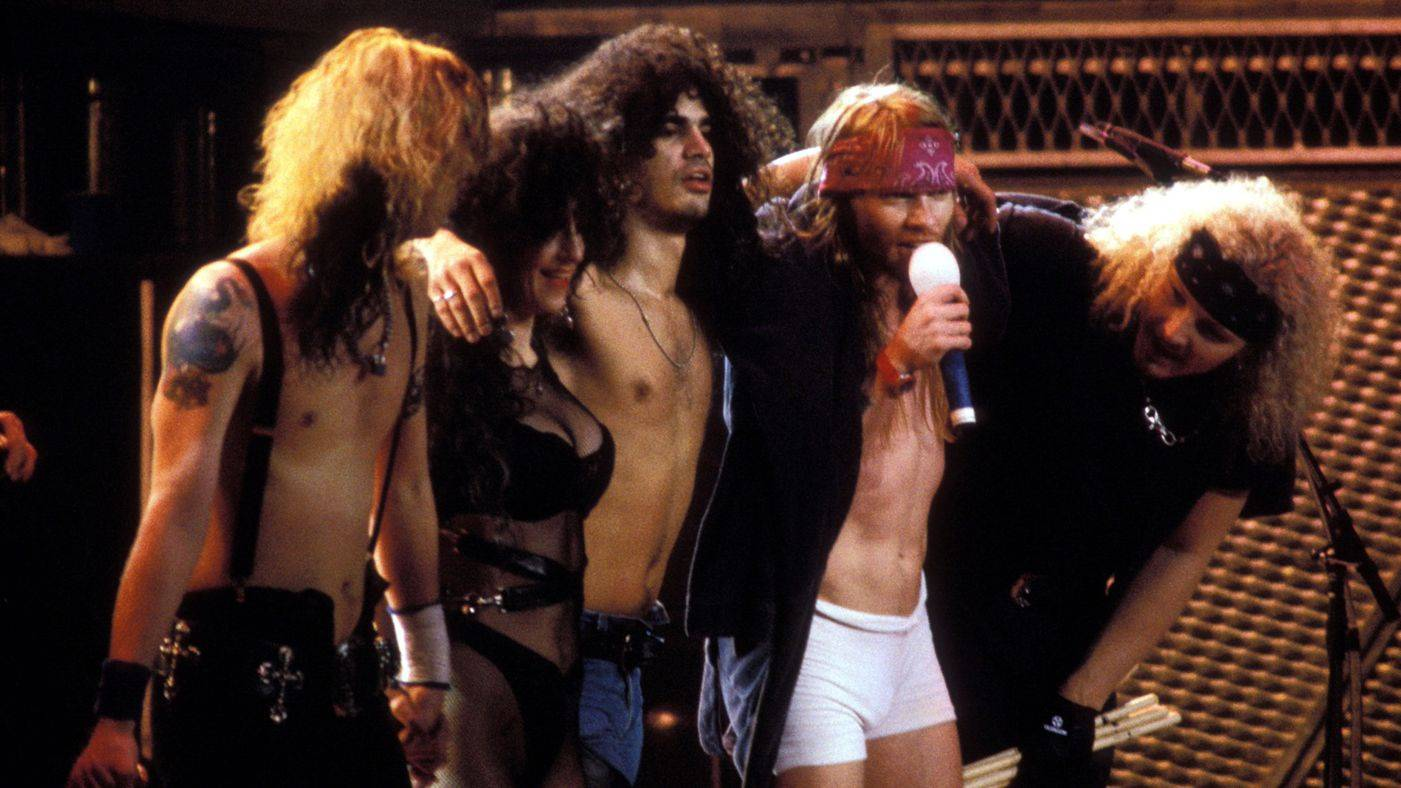 RETRO: Guns N' Roses v Praze v roce 1992: 16 převleků Axla, výbuchy a k tomu Faith No More a Soundgarden