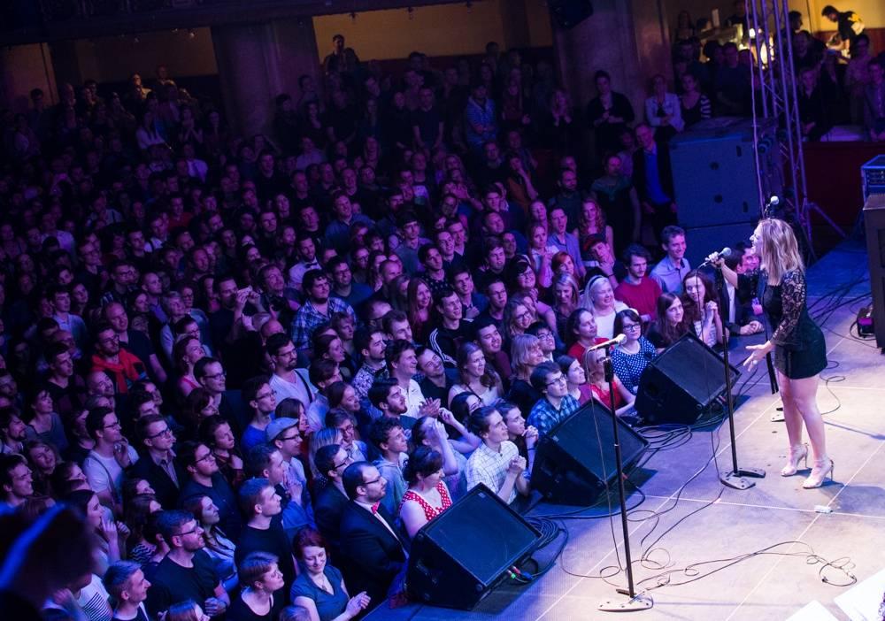 LIVE: Step, kostýmy a show - do Prahy se vrátil Scott Bradlee's Postmodern Jukebox