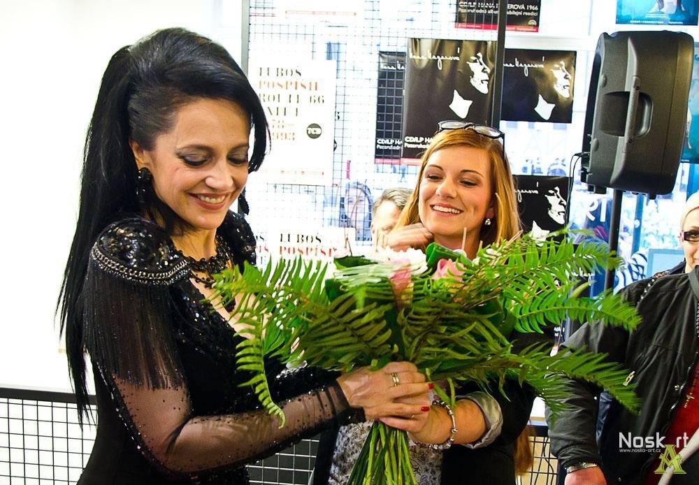 RECENZE: Profesionálka Lucie Bílá se vrhla do víru současného popu, Hana doma vyráběla růžence
