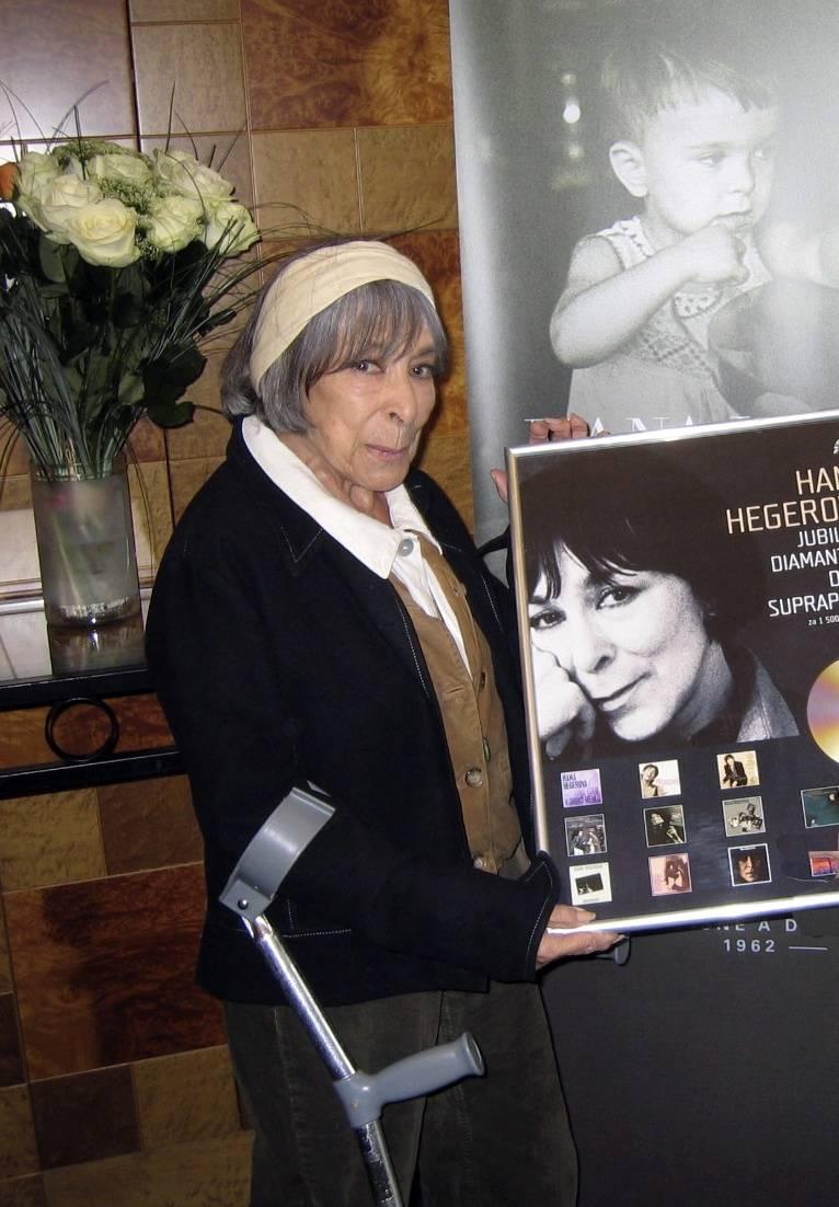 RECENZE: Šarmantní, dramatická i šibalská Hana Hegerová - zloděj čas je na její písně krátký